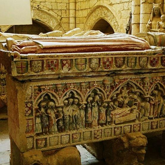Villalcázar, sepulcros